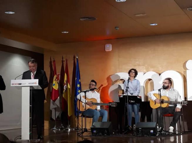 Nuestro presidente Luis Pérez Bermejo agradeciendo el premio otorgado por Amiab sobre Recyclia por nuestro compromiso con la inclusión social y el reciclaje electrónico.